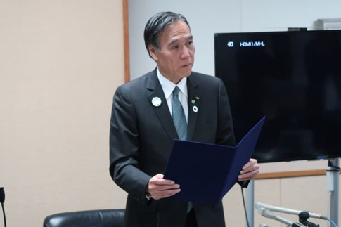 ゼロカーボン宣言をする長野県の阿部守一知事の写真