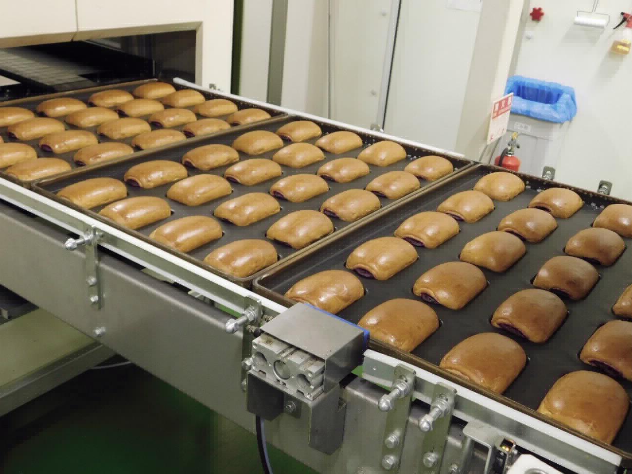 長野工場の製造の様子:長野工場の生産能力は1日9万個、下関工場の2倍だそうです