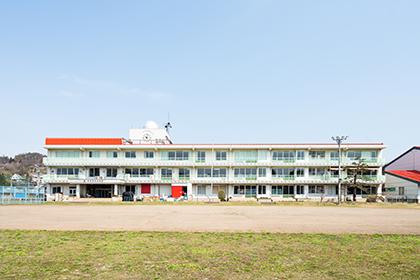 学校だった当時の面影を残したいいづなコネクトEAST。ICT KŌBŌは2階の一番奥にあります